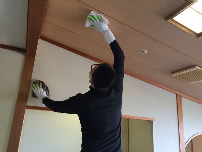 客室消臭クリーニング作業 天井